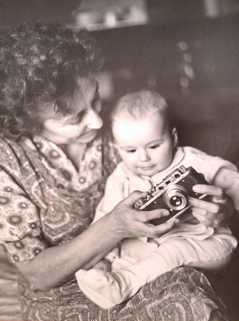 Я с бабушкой, начинаем изучать фотоаппарат!